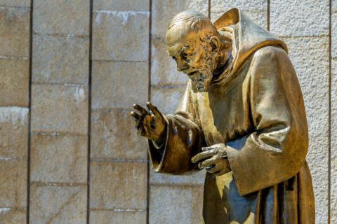 Św. Jan Paweł II, św. O. Pio i współczucie dla cierpiących